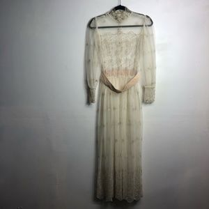 Vintage 1960's lace embroidered wedding prairie